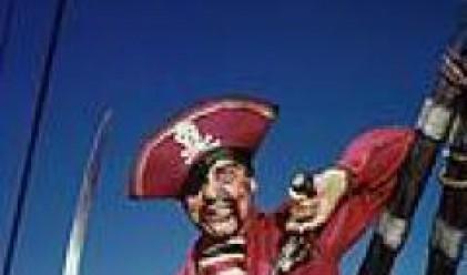 Пирати отвличат британски търговски кораб