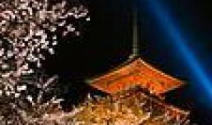 Японската икономика забавя ръста си, централната банка запазва лихвите