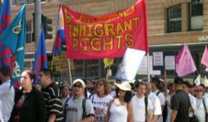 Франция ще плаща на нелегалните имигранти да се върнат в страните си