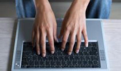 Лаптопите настигат по продажби настолните компютри
