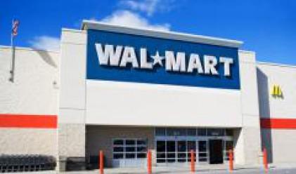Продажбите на Wal-Mart нарастват с 3.2% през април