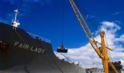 Китайски и арабски компании искат част от активите на пристанищата в Солун и Пирея