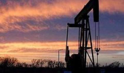 Петролът с два долара под рекордните си стойности