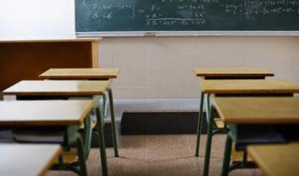 Половината от училища у нас са на ръба на оцеляването