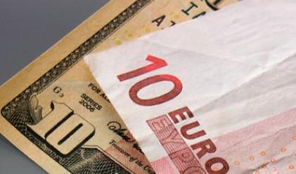Еврото падна до нивата си спрямо долара от октомври 2008