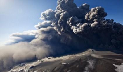 Вулканичната пепел отменя 1 000 европейски полета днес