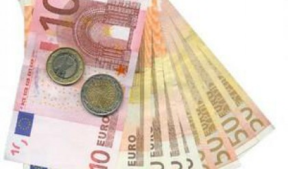 Еврото се оттласна от четиригодишен минимум спрямо долара