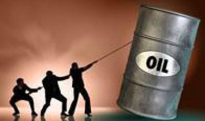 Петролът с 4% ръст след увеличение в търсенето