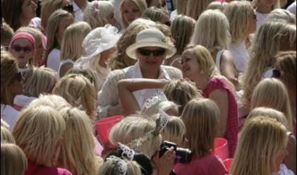 Латвийските блондинки борят кризата