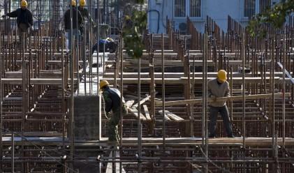 Годишен и месечен спад на строителната продукция през март