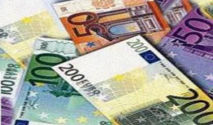 Еврото с четвърта поредна положителна сесия