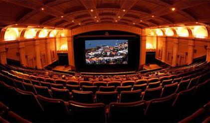 Българите ходят все по-често на кино и театър