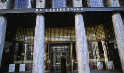 Банковите данъци удариха печалбата на Райфайзен