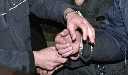 Полицаи и митничар в схема за незаконна банкова дейност