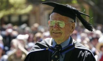 97-годишен австралиец е най-възрастният студент в света