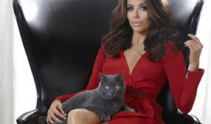 Актриса рекламира котешка храна (видео)