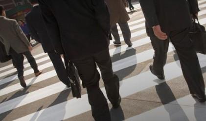 Заплатите растат, работещите намаляват според статистиката