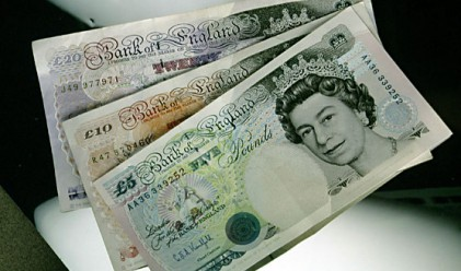 Британският паунд – новата спасителна валута?