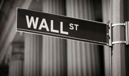 Уолстрийт остава мрачен въпреки окуражаващите данни за щатската икономика