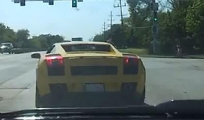 Lamborghini, което не успява да вземе завоя (видео)