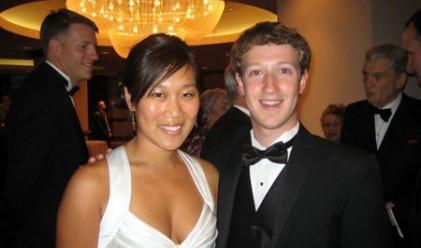 Коя е приятелката на Марк Закърбърг?