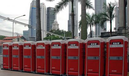В китайските тоалетни вече може да има само по 2 мухи