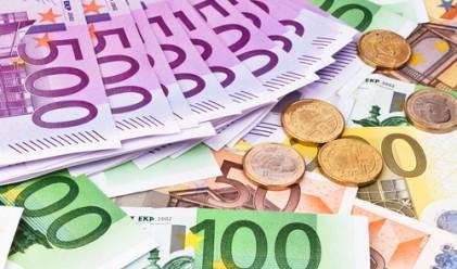 Еврото на път към най-големия си месечен спад от септември