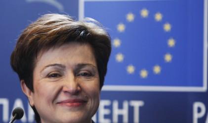 Кр. Георгиева: Слабото евро е от полза за нас