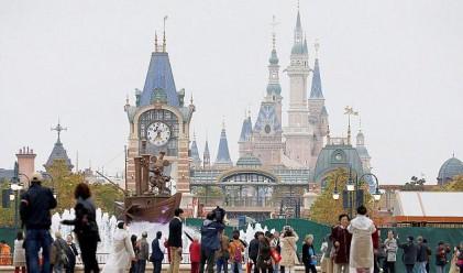 Disney в Шанхай не е отворил, а вече е затрупан с боклук