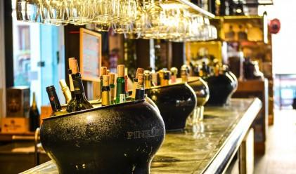 За първи път от 10 години насам, хората по света пият по-малко