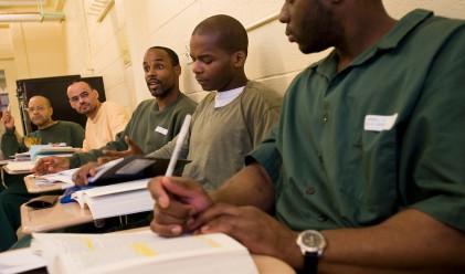 Затворници надвиха студенти в състезание по дебати