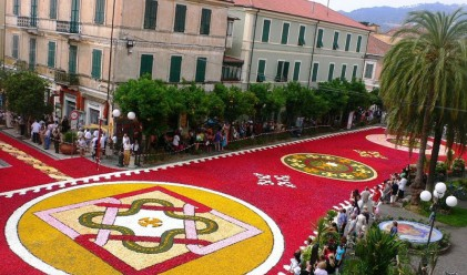 Невероятни снимки от фестивала на цветята в Италия