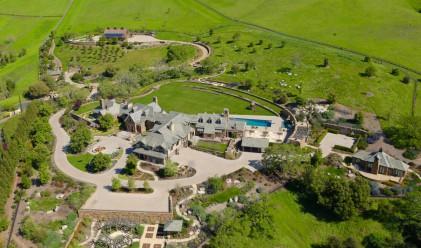 Милиардер продава имение със спа за кучета