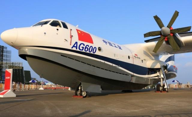 Тестът на най-големия самолет-амфибия мина успешно