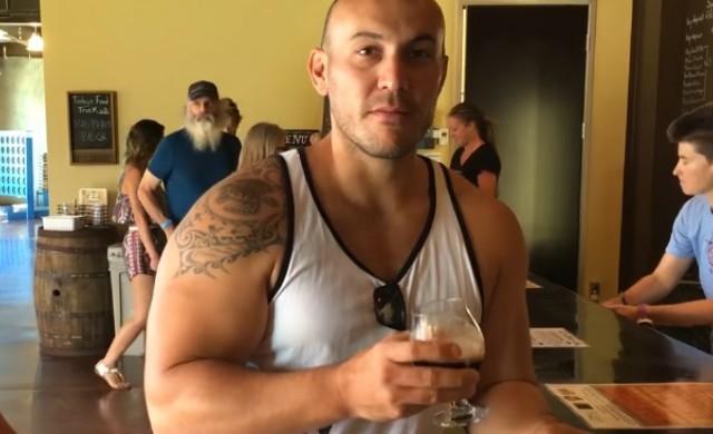 Вижте човека, който заряза всичко, отвори бар на плажа и успя