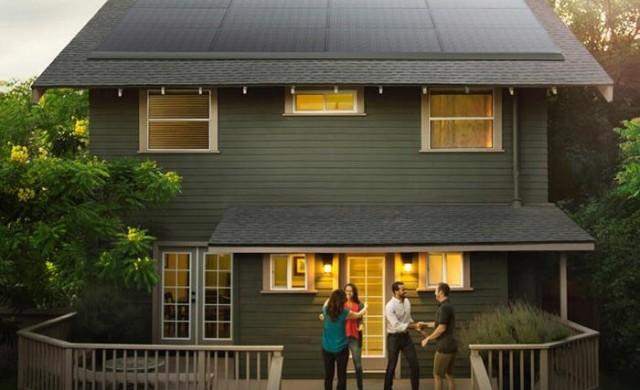 Tesla започва да продава соларните си покриви през лятото