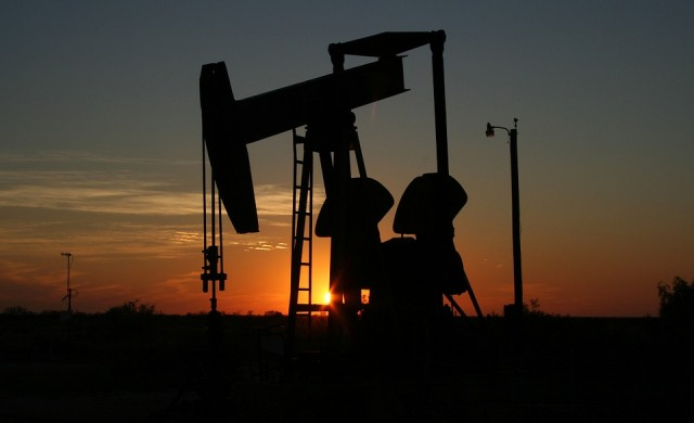 Петролът поскъпна след общо изявление на Русия и Саудитска Арабия