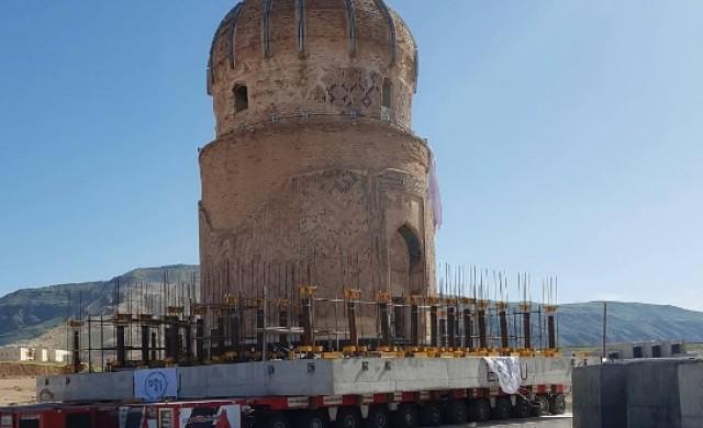 В Турция преместиха гробница на 550 години
