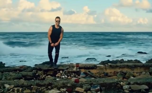 Това е първата песен на испански номер 1 в САЩ от 1996 г. насам