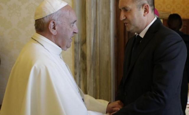 Папа Франциск прие българска делегация начело с президента Радев