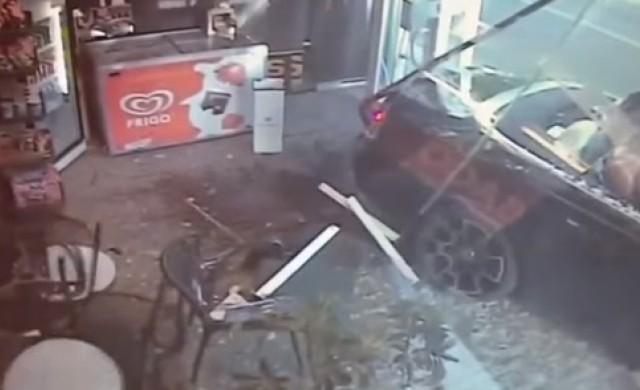 Милионер плейбой влезе с Rolls Royce през стъклото на магазин