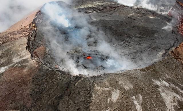 Хиляди се евакуират от Хаваите заради вулкан
