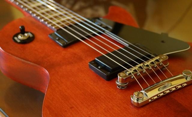 Защо легендарният производител на китари Gibson обяви фалит?