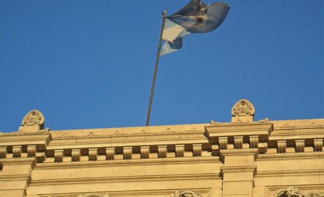 Аржентинската централна банка вдина лихвите до 40%