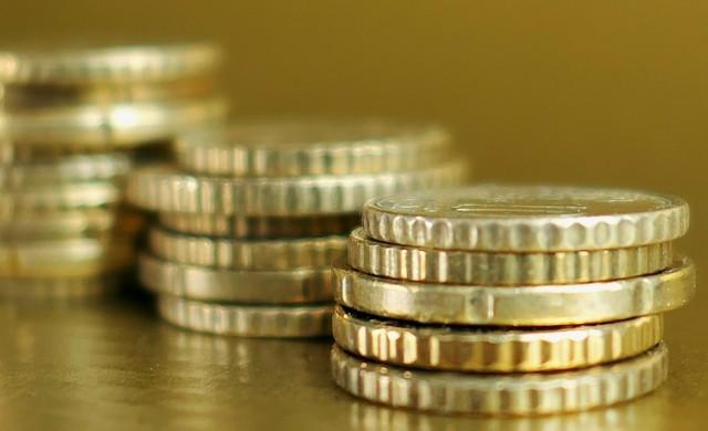 2.27 лв. средна такса за подръжка на разплащателна сметка у нас
