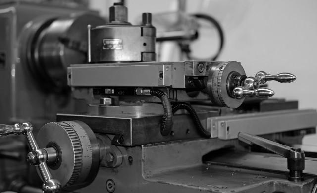Промишленото производство бележи месечен ръст от над 2% през март