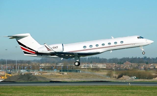 Руските олигарси започнаха да връщат частните си самолети