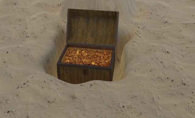 Двойка откри съкровище в двора си, върна го на собствениците му