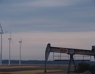 Цената на петрола върви към повишение в шеста поредна седмица