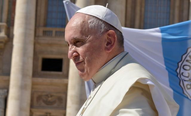 Папа Франциск пристигна в София